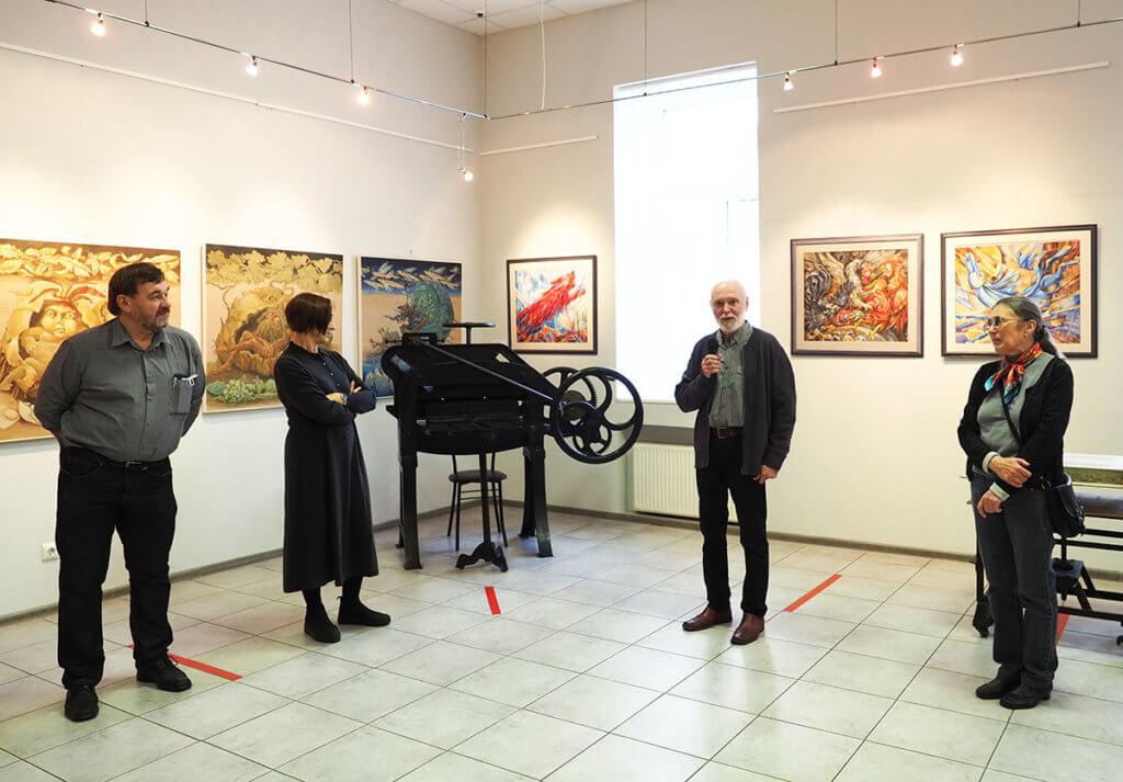 В «Центре Книги и Графики» начала действовать персональная выставка «Грани реальности» Юрия Милагина с участием Людмилы Милагиной.